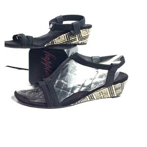 Croft&Barrow wedge sandals heels black cream 8.5